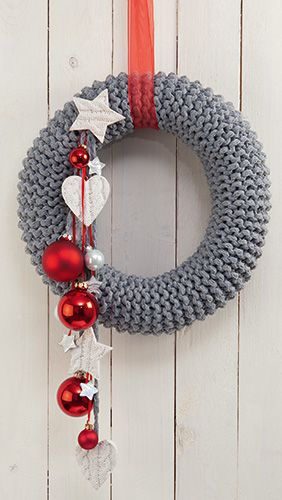 Rustikaler Strickkranz. Knitted wreath for Christmas