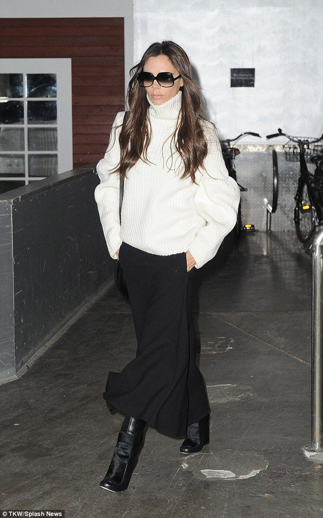 Victoria Beckham swamps her slender frame in oversized monochrome ensemble | Daily Mail Online