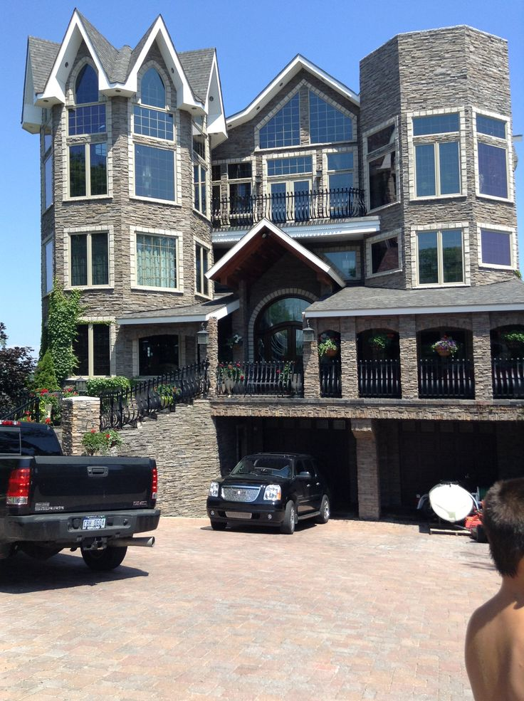 Huge house from mackinaw city want houses for Huge beautiful houses