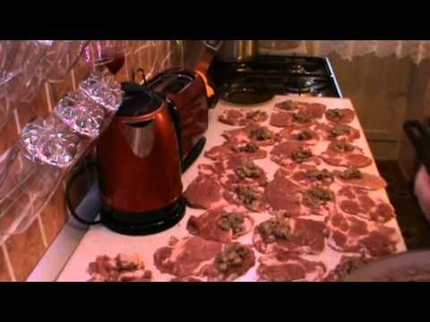 Мясные рулетики с грибной начинкой - YouTube