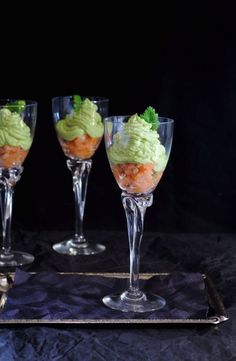Un aperitivo muy fácil de hacer pero que si lo presentas en copas, como en este caso, te queda de lujo, perfecto para los menús navideños.