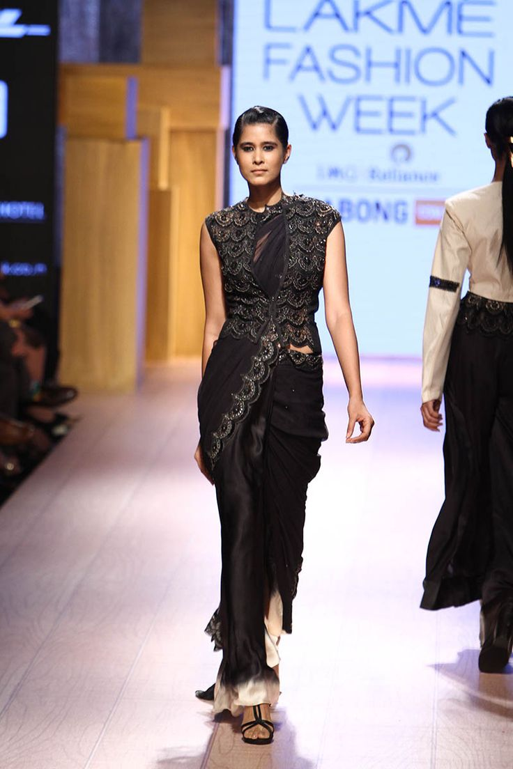 Anand Kabra. LFW W/F 15'. Indian Couture.