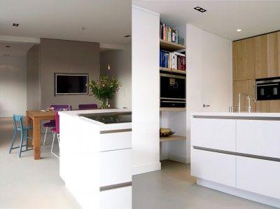 keuken, keukeneiland, nis, kast, planken in nis, kast eikenhout, eethoek, woonkeuken