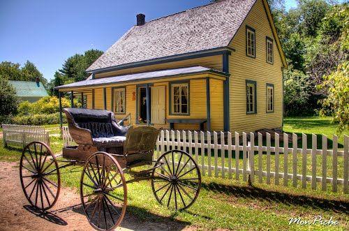 Maison d'époque et calèche au Village Québécois d'Antan (Drummondville)  http://www.findthepostalcode.com/location.php?province=QC=Drummondville++(rural)