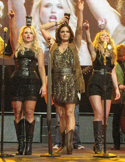 Had a dream I got to meet Pistol Annies last night. Now I want to more than anything!!!