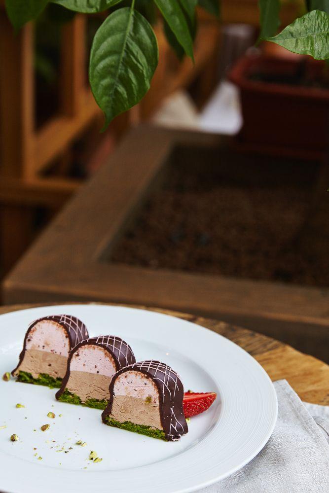 Кондитеры ресторана «Москва» сделали специальные десерты для тех, кто соблюдает пост #ginza #ginzaproject #vegan #vegetarian #desert #sweet #постное