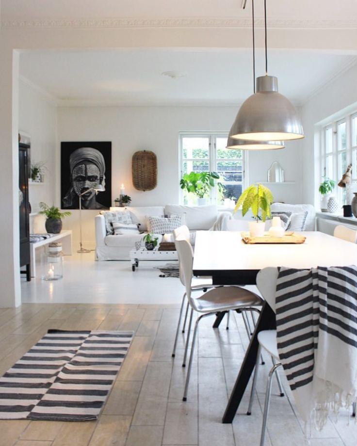 We sluiten de week af met de #eettafel, omdat dit vaak het centrale punt is van huis. Fijne avond en wij hopen jullie deze #taflelweek leuk vonden l Link in bio l * * * * Credits: @skovbon * * * * #interior #interiør #homestyling #sharemywestwingstyle #boho #homedetails #interior4all #interior123 #interiorwarrior #homeadore #hairsandstyles #interior_and_living #dream_interiors #apartmenttherapy #homeinterior4you #interiørmagasinet #myhousebeautiful #roomforinspo #westwingpl #wohnen…