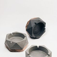 Sebat #concrete & #wood #ashtray  #concreteporn  taken by @pesarps & @sejelas_