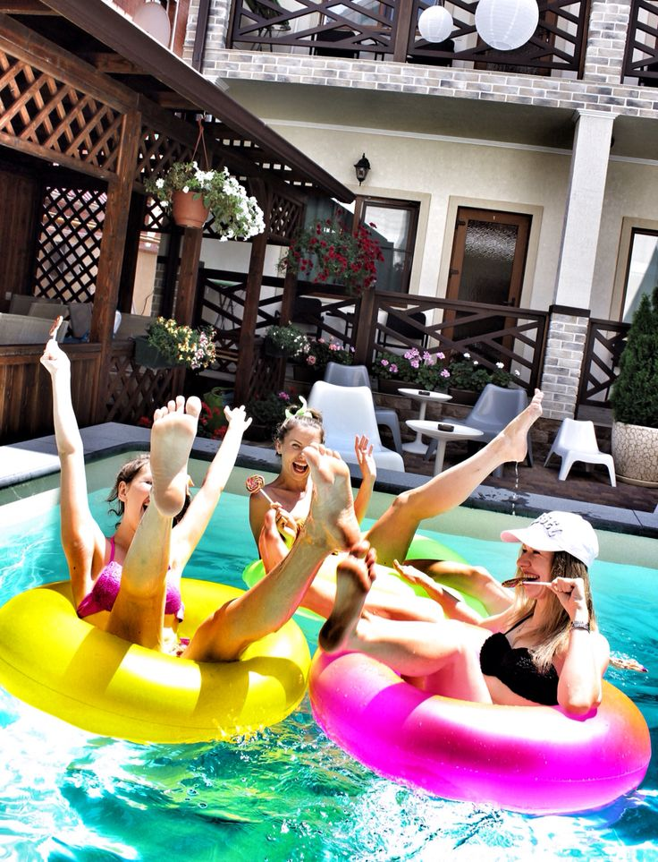 Девчонки весело бассейн вечеринка pool party girls hen henparty дивишник дивичник  fun