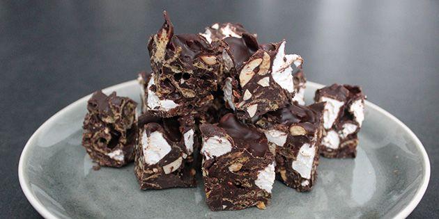 Lækre Rocky Roads med knasende cornflakes og bløde skumfiduser - nøj, hvor er de gode!