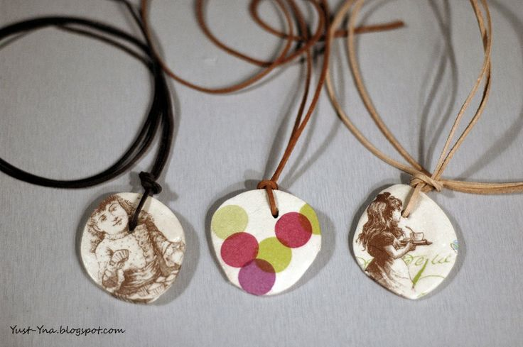 Wisiorek z gipsu i serwetki. Szczegóły na blogu: yust-yna.blogspot.com