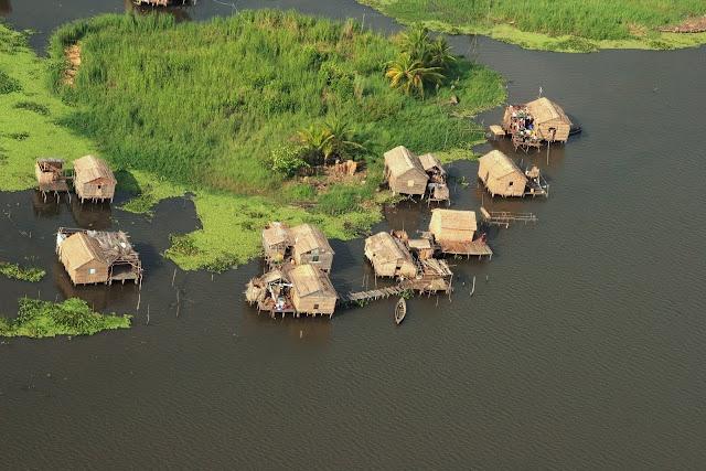 #Laguna de Sinamaica, se encuentra al norte del estado #Zulia a una hora de la ciudad de #Maracaibo. En la laguna hay construcciones indígenas conocidas como palafitos donde vive la gente local.