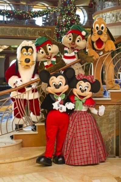 Mickey, Minnie, Goofy, Chip, Dale and Pluto