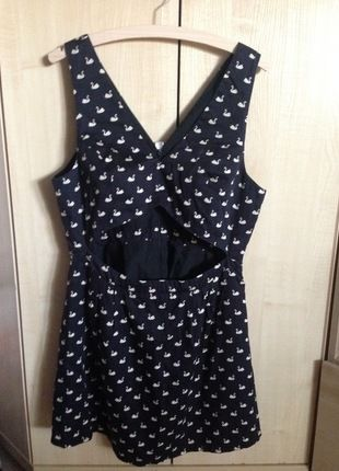 Kup mój przedmiot na #vintedpl http://www.vinted.pl/damska-odziez/krotkie-sukienki/14704023-topshop-sukienka-czarna-z-wzorem-labedzi