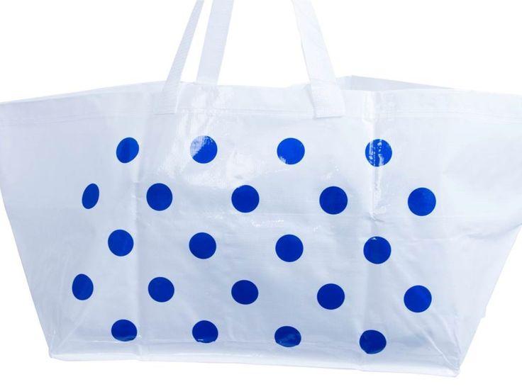 Jeder hat eine Frakta und jeder liebt sie – die blaue, unverwüstliche Tasche von Ikea, in der man sämtliche Kleinigkeiten nachhause trägt, die man bei dem schwedischen Warenhaus gekauft hat. Nachdem es bereits eine Interpretation der Tasche durch das dänische Label Hay gab, hat sich nun der Pariser Concept Store Colette an eine Neuinterpretation der Frakta gegeben.