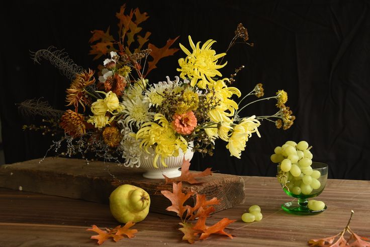 centrepiece, table flowers, fruit, may, autumn, yellow, oak leaves, harvest, dutch masters