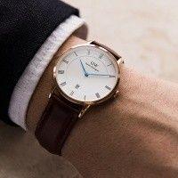 Daniel Wellington horloge   Dapper Bristol DW00100086. Prachtig exclusief vormgegeven horloge met een rosekleurige kast. De ultradunne kast van 7 mm heeft een doorsnee van 38 mm en is voorzien van een eischelpwitte wijzerplaat.  https://www.timefortrends.nl/horloges/daniel-wellington/heren.html