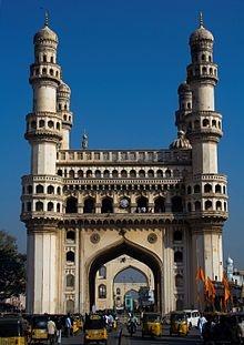Charminar (télougou: చార్ మినార్, hindi: चार मीनार, ourdou: چار مینار, «quatre colonnes») est un monument d'Hyderabad, dans l'Andhra Pradesh en Inde.  Sorte d'arc de triomphe de 56mètres de haut pour30mètres de large reposant sur quatre colonnes-minarets, il fut construit en 1591 par Muhammad Quli Qutb Shah suite à une importante épidémie de peste.