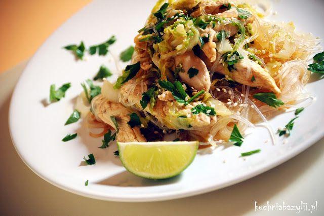 Kuchnia Bazylii: Makaron chiński z kurczakiem, kapustą pekińską i olejem sezamowym