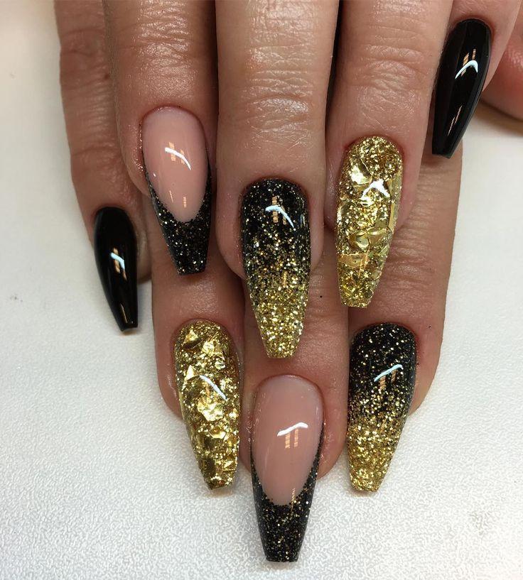 "1,369 Likes, 6 Comments - Angelina Rossi (@naglargoteborg) on Instagram: ""Nyårs naglar✨✨ egenblandat glitter i guld,svart,guldflakes och black #lillynails"""