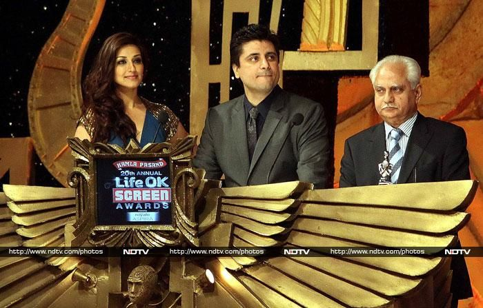Ramesh Sippy posed with Sonali Bendre, her husband Goldie Behl