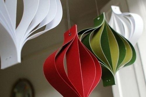 Faça muitos deste enfeite para árvore de Natal de papel e espalhe por toda a sua casa (Foto: handspire.com)