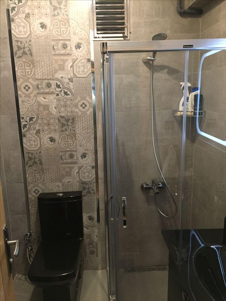 #banyo tasarımı #banyo dekorasyonu #modern banyo tasarımı #siyah banyo takımı #özel tasarım #cam lavabo #siyah gri banyo #genç evi
