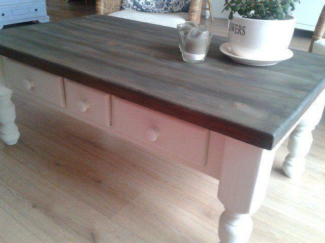 Een geweldig mooi voorbeeld hoe je met Annie Sloan krijtverf een oude tafel kunt transformeren van Karin !