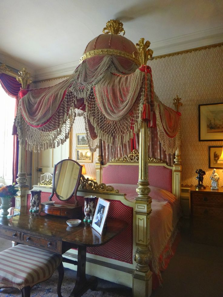 Four poster bed, Wimpole hall, national trust
