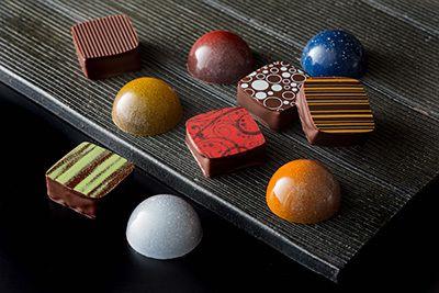 ザ・キャピトルホテル 東急のバレンタイン、チョコ10種を詰め合わせた新作ボンボンショコラセットなど
