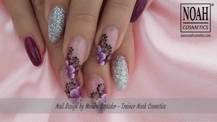 Mix di #nailart realizzate con #gelcolorati e #glitter, tecnica one stroke in gel su una forma ovale