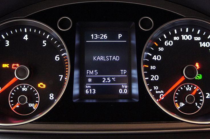 Handsfree för bilar med vit text i färddatorn. Stödjer musik uppspelning via blåtand (AD2P) med högsta ljudkvalitet...