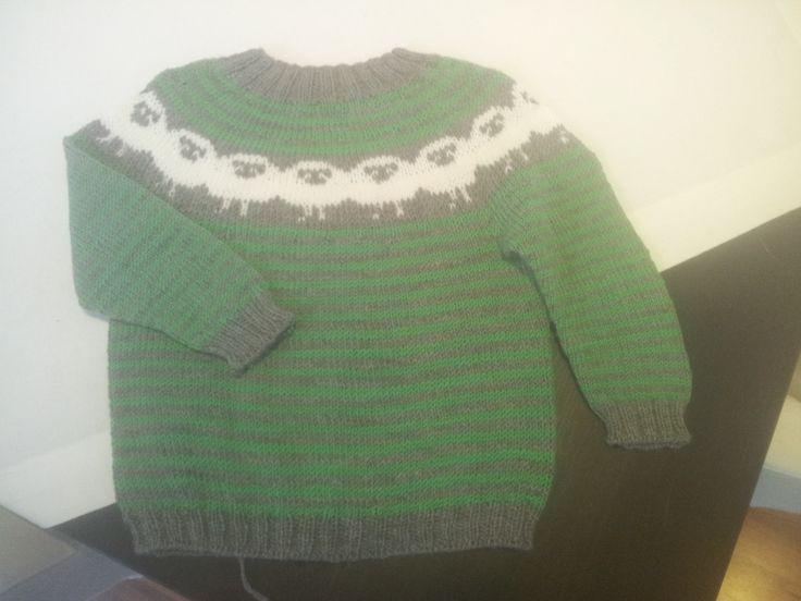 Sinnasaugenser strikket i babymerino, til en søting jeg er gudmor til :-)