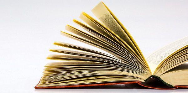 Una lista di libri da leggere in italiano per studenti stranieri, divisi per livelli di conoscenza della lingua.