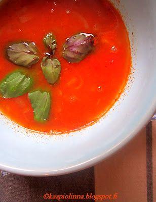 Kääpiölinnan köökissä: Punaisessa sopassa on herran solmio - linssisoppaa ja broileriwrappeja  Red lentil soup