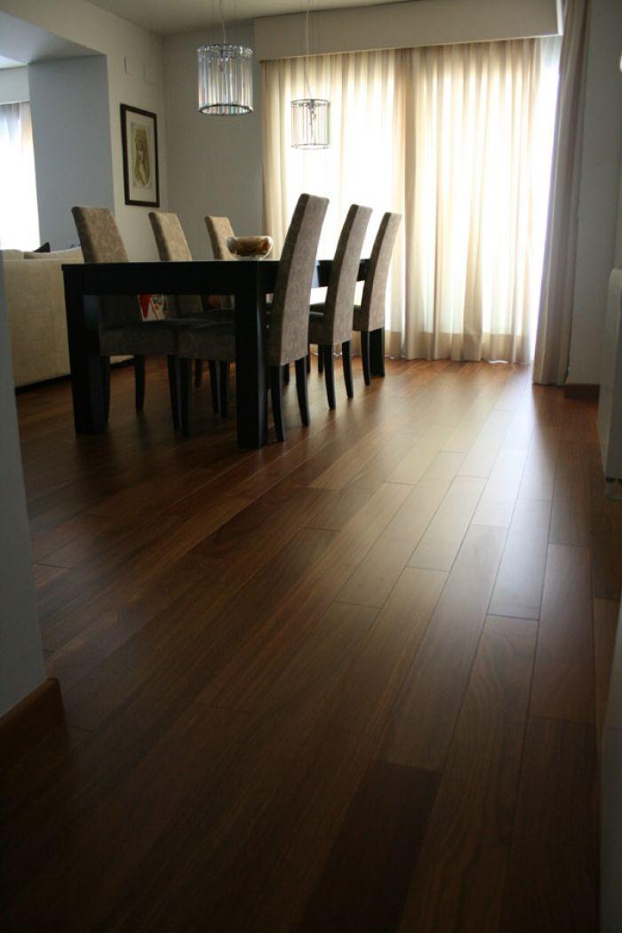 Tarima maciza de madera de CUMARÚ con largos variables superiores a 1,20m, instalada con sistema accubond