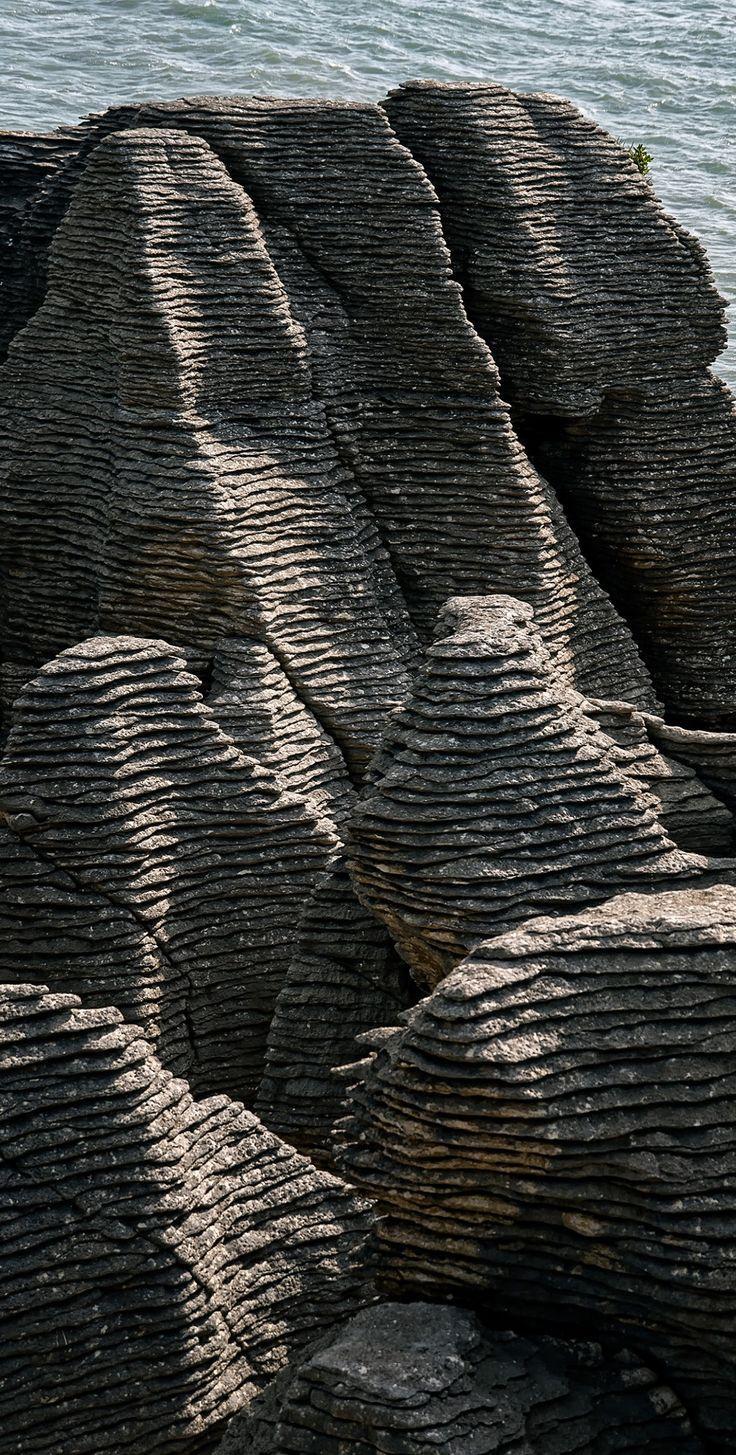 stratified rock formations Pancake Rocks - NZ