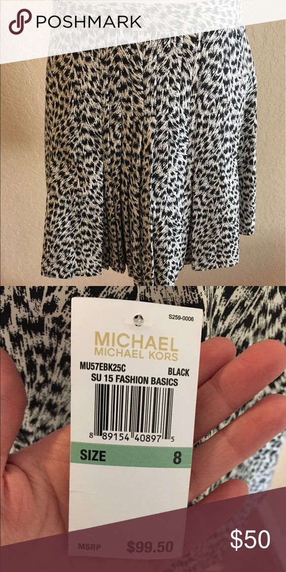 ✨BEST OFFER✨ Really cute black and white print skirt with pleat in front. Would be fabulous with thigh high boots in the winter or strappy heels for a date night in the summer! MICHAEL Michael Kors Skirts Mini