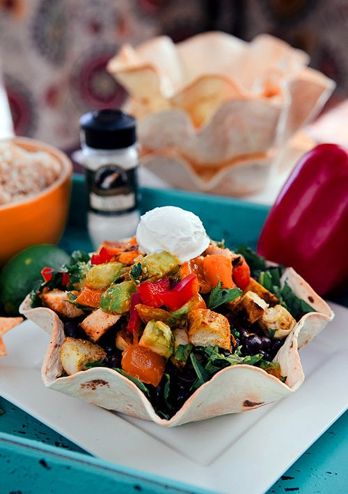 Homemade Taco Bowls with Turmeric Chicken & Avocado Salsa. Quick, easy ...