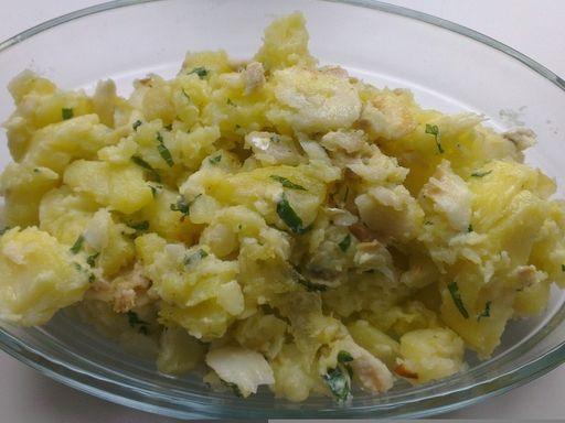 poivre, pomme de terre, morue, huile d'olive, ail, persil, sel