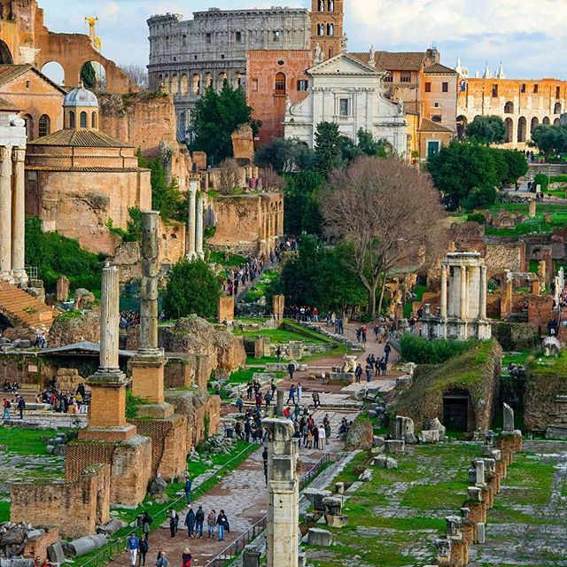 Fori Imperiali ❤ Roma •••••••••••••••••••••••••••• 📷 Fotografia di @lucaconti_ph •••••••••••••••••••••••••••• 💣Tagga le tue foto migliori con #noidiroma e seguici per entrare a far  parte della gallery @noidiroma •••••••••••••••••••••••••••• Segui tutti i nostri profili 👇👇👇 @aforismiromani - Scopri la community che stà facendo impazzire Instagram 📣🎉🔝 @fabriziofrustaci - Ideatore del progetto Aforismi Romani e Noidiroma 🎩💣✈ #roma #ig_lazio #ig_roma #ig_italia #italia365 #rome…