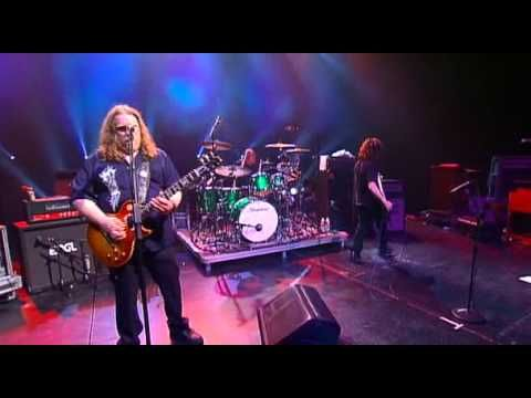 Gov't Mule - War Pigs (Live HQ) - Now this is my kind of music! One of the excellent guitarists from years ago and still killing it.  Enjoy!