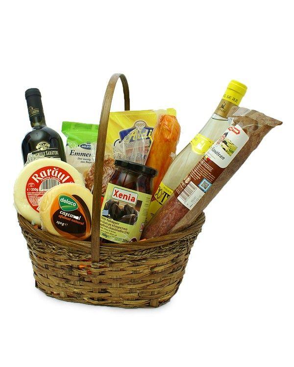 """Cos cadou gourmet cu vin si masline Se spune ca cea mai buna leguma e carnea. Te invitam la o degustare de """"legume"""" din cosul cadou alaturi de masline si un pahar de vin."""