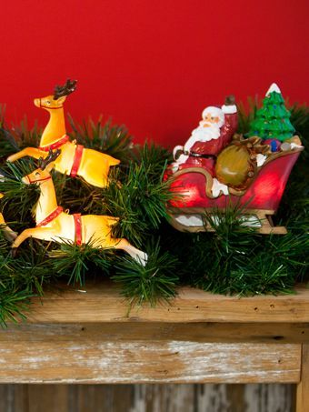 Santa's Sleigh and Reindeer Light Set | Santa String Lights. Ordered these from Vermont Country Store. MINE !!!!!!