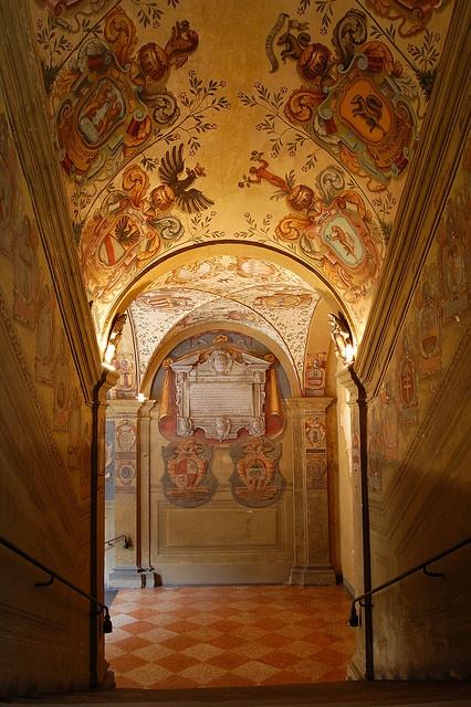 Bologna - Emilia-Romagna. (That floor for arcades, foyer, )