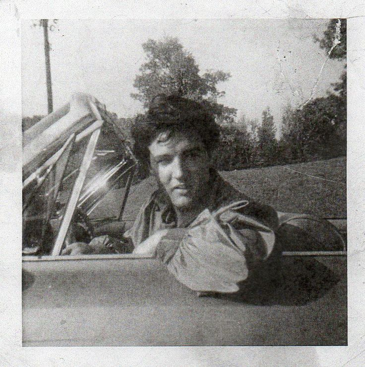 rare elvis photos | Elvis in car... Never been shown before... - Hound Dog Racing