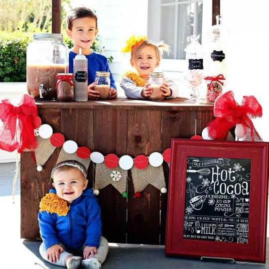 Browse through a little holiday inspiration and DIY ways to capture the perfect christmas photo at home.