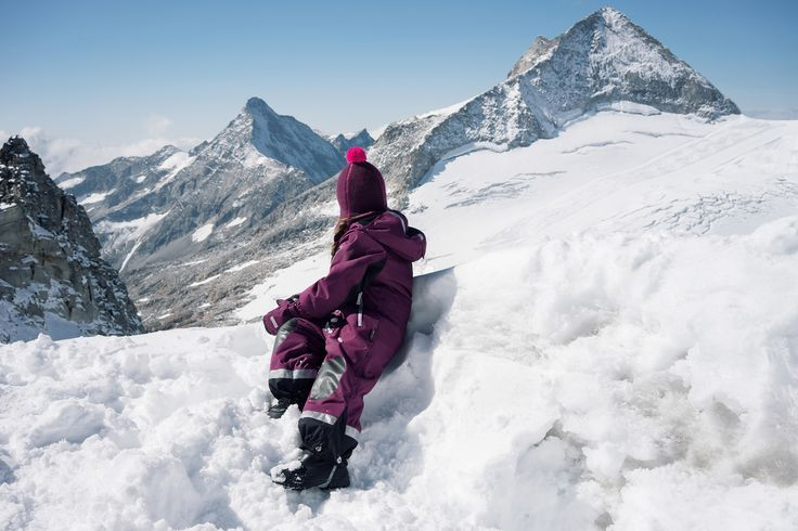 """Reinforced knees in ReimaGO overall """"Succeed"""" guarantees your kid can play and crawl in the snow."""