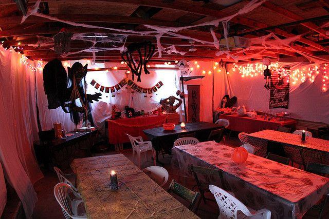 halloween party garage decor | Garage halloween decoration | Flickr - Photo Sharing!