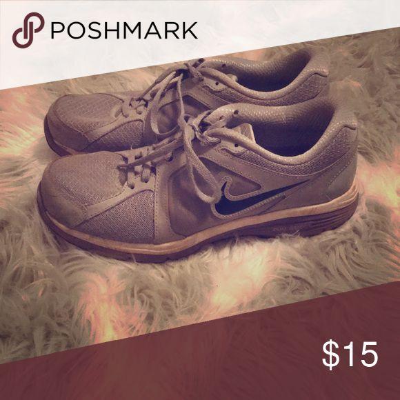 Nike tennis shoes Women's size 10 dual fusion sneakers. Nike Shoes Sneakers